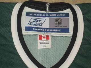BRETT HULL DALLAS STARS SIGNED AUTHENTIC w/ FIGHT STRAP STATS REEBOK